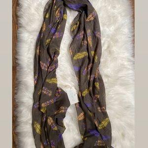 NWT Kitara feather print scarf ✨